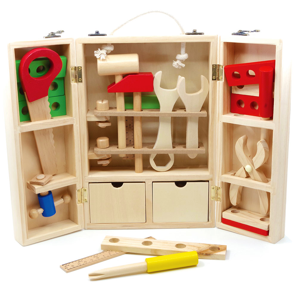 Ξύλινα εργαλεία μαραγκού σε ανοιγόμενη εργαλειοθήκη